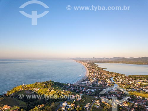 Vista da Praia de Ponta Negra, canal e Lagoa de Guarapina à partir do Morro da Ponta Negra  - Maricá - Rio de Janeiro (RJ) - Brasil