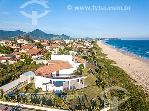 Foto feita com drone da Casa Darcy Ribeiro - projetada por Oscar Niemeyer - com a Praia de Cordeirinho à direita  - Maricá - Rio de Janeiro (RJ) - Brasil