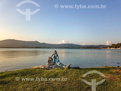 Vista do Monumento da Sereia na orla da Lagoa de Araçatiba  - Maricá - Rio de Janeiro (RJ) - Brasil