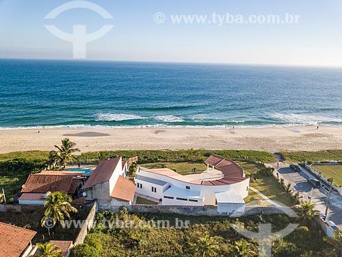 Foto feita com drone da Casa Darcy Ribeiro - projetada por Oscar Niemeyer - com a Praia de Cordeirinho ao fundo  - Maricá - Rio de Janeiro (RJ) - Brasil