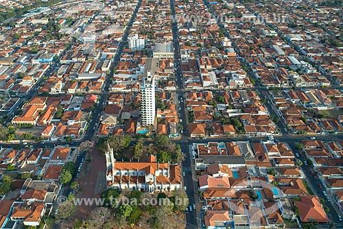 Foto feita com drone da cidade de Taquaritinga com a Igreja Matriz de São Sebastião  - Taquaritinga - São Paulo (SP) - Brasil