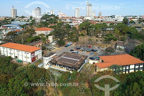 Foto feita com drone do Museu de Paleontologia de Monte Alto com prédios do centro de Monte Alto ao fundo  - Monte Alto - São Paulo (SP) - Brasil