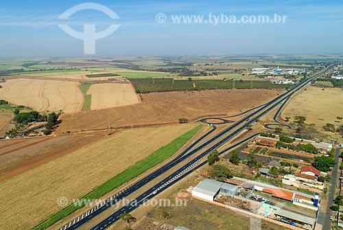 Foto feita com drone da Rodovia Nemesio Cadetti (SP-333)  - Taquaritinga - São Paulo (SP) - Brasil