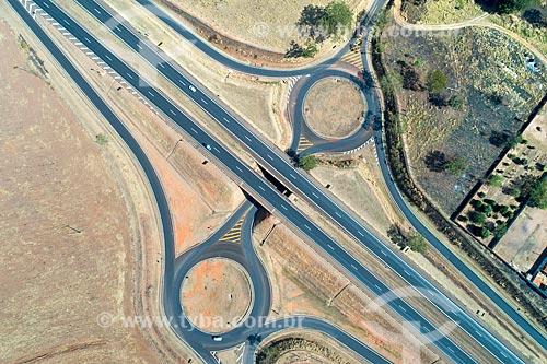 Foto feita com drone de trevo rodoviário na Rodovia Nemesio Cadetti (SP-333)  - Taquaritinga - São Paulo (SP) - Brasil