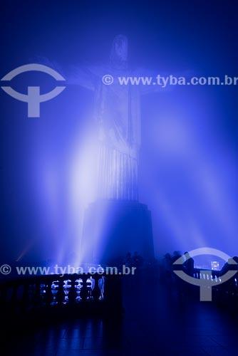 Cristo Redentor (1931) envolto em nuvens com iluminação especial - azul - devido à mobilização contra o câncer de próstata  - Rio de Janeiro - Rio de Janeiro (RJ) - Brasil
