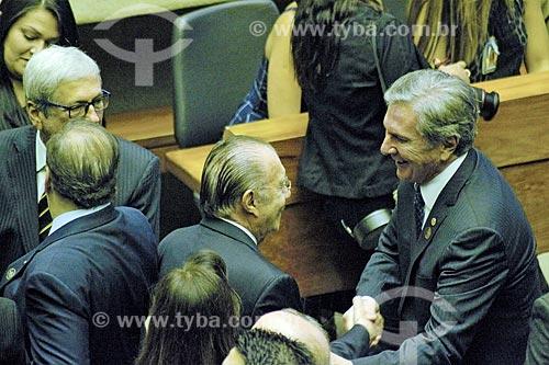 Ex-José Sarney e o ex-presidente Fernando Collor apertando as mãos no plenário da Câmara dos Deputados durante a cerimônia de posse presidencial de Jair Bolsonaro  - Brasília - Distrito Federal (DF) - Brasil