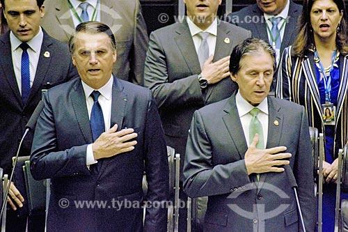 Presidente Jair Bolsonaro e o Senador Eunício Oliveira - presidente do Senado Federal - durante execução do hino nacional no plenário da Câmara dos Deputados - cerimônia de posse presidencial  - Brasília - Distrito Federal (DF) - Brasil