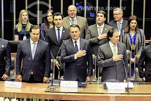 Presidente Jair Bolsonaro durante execução do hino nacional no plenário da Câmara dos Deputados - cerimônia de posse presidencial  - Brasília - Distrito Federal (DF) - Brasil