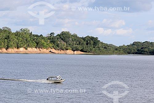 Voadeira - embarcação regional - navegando no Rio Uatumã  - Amazonas (AM) - Brasil