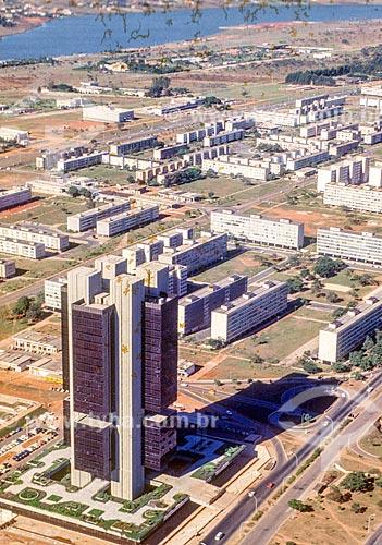Foto aérea do edifício sede do Banco Central do Brasil durante a construção de Brasília  - Brasília - Distrito Federal (DF) - Brasil