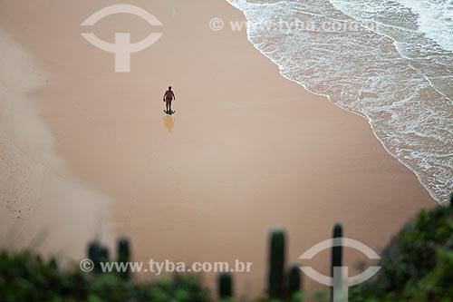 Banhista na orla da Praia de Geribá  - Armação dos Búzios - Rio de Janeiro (RJ) - Brasil