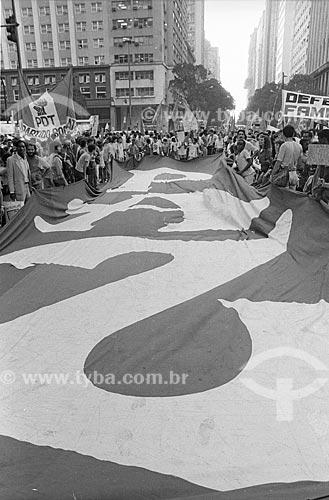 Faixa que diz: paz durante manifestação pela Campanha das Diretas Já  - Rio de Janeiro - Rio de Janeiro (RJ) - Brasil