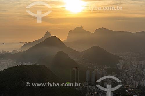 Vista do pôr do sol a partir da Praça do Bondinho no Morro da Urca  - Rio de Janeiro - Rio de Janeiro (RJ) - Brasil