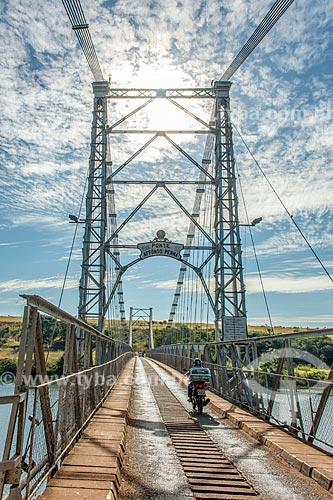 Ponte Pênsil Affonso Penna (1909) sobre o Rio Paranaíba - divisa natural entre Goiás e Minas Gerais  - Itumbiara - Goiás (GO) - Brasil