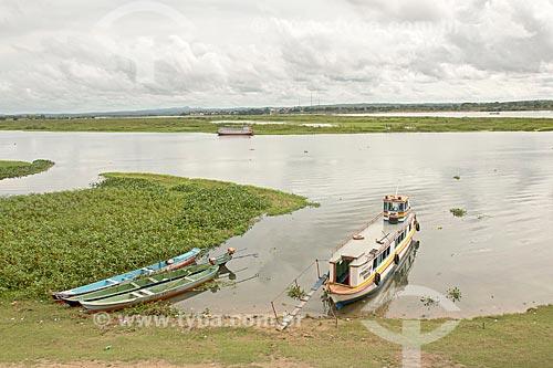 Barco atracado às margens do Rio São Francisco  - Propriá - Sergipe (SE) - Brasil