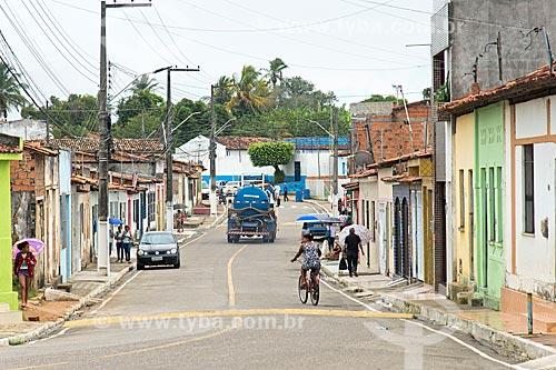 Tráfego em rua da cidade de Divina Pastora  - Divina Pastora - Sergipe (SE) - Brasil