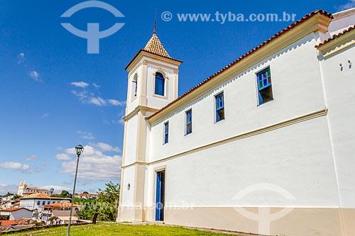 Fachada lateral da Igreja de Nossa Senhora do Rosário (1766)  - Santa Luzia - Minas Gerais (MG) - Brasil