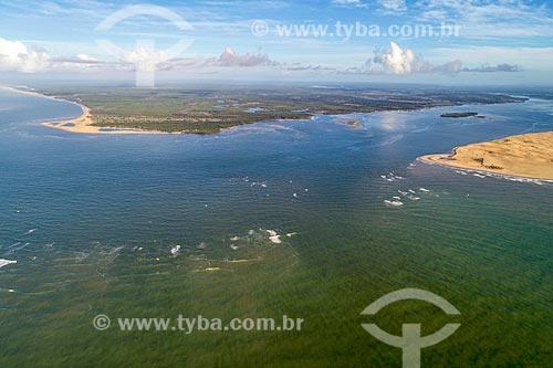Foto feita com drone da foz do Rio São Francisco no Pontal do Peba com trecho da APA de Piaçabuçu à direita - divisa entre Sergipe e Alagoas  - Brejo Grande - Sergipe (SE) - Brasil