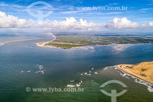 Foto feita com drone da foz do Rio São Francisco no Pontal do Peba com trecho da APA de Piaçabuçu à direita - divisa entre Sergipe e Alagoas  - Piaçabuçu - Alagoas (AL) - Brasil