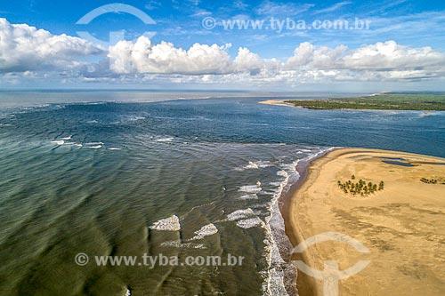 Foto feita com drone da foz do Rio São Francisco na APA de Piaçabuçu com o Pontal do Peba ao fundo - divisa entre Sergipe e Alagoas  - Piaçabuçu - Alagoas (AL) - Brasil