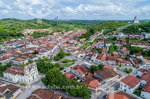 Foto feita com drone do centro histórico da cidade de Laranjeiras com a Igreja Matriz do Sagrado Coração de Jesus (1791) à esquerda  - Laranjeiras - Sergipe (SE) - Brasil