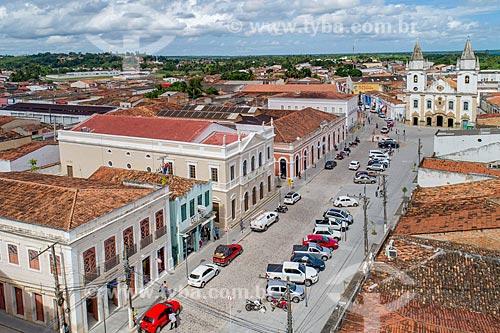 Foto feita com drone do centro histórico da cidade de Penedo com a Igreja de São Gonçalo Garcia dos Homens Pardos (1759) ao fundo  - Penedo - Alagoas (AL) - Brasil