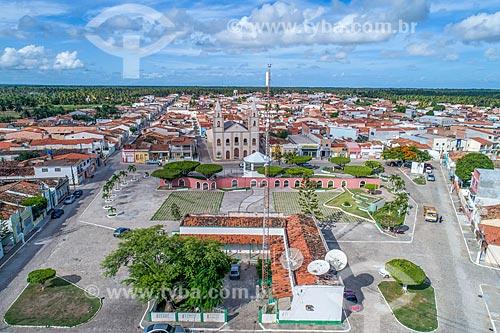 Foto feita com drone da Prefeitura da cidade do Piaçabuçu com a Igreja São Francisco de Borja (1899) ao fundo  - Piaçabuçu - Alagoas (AL) - Brasil
