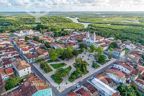 Foto feita com drone da Praça da Matriz - também conhecida como Praça Getúlio Vargas - e a Igreja Matriz de Nossa Senhora da Vitória  - São Cristóvão - Sergipe (SE) - Brasil