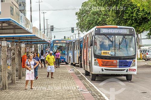 Ponto de ônibus na Avenida Ivo do Prado  - Aracaju - Sergipe (SE) - Brasil