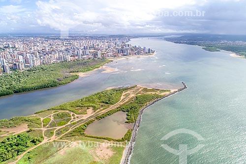 Foto feita com drone da foz do Rio Poxim - à esquerda - com o Rio Sergipe e o bairro Treze de julho ao fundo  - Aracaju - Sergipe (SE) - Brasil