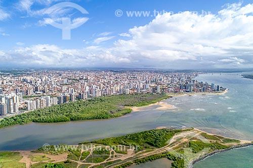 Foto feita com drone da foz do Rio Poxim com o Rio Sergipe e o bairro Treze de julho ao fundo  - Aracaju - Sergipe (SE) - Brasil