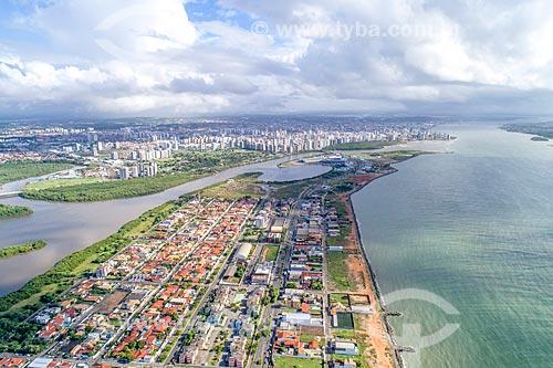 Foto feita com drone do bairro Coroa do meio com o Rio Poxim - à esquerda - com o Rio Sergipe e o bairro Treze de julho ao fundo  - Aracaju - Sergipe (SE) - Brasil