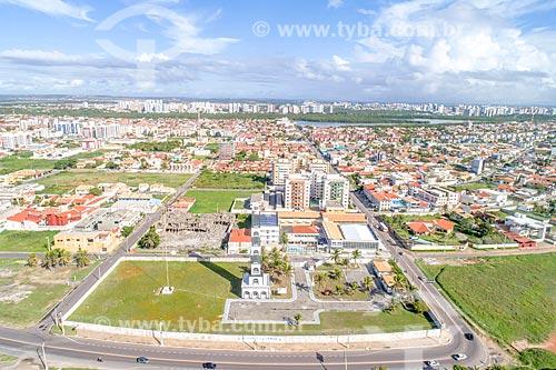Foto feita com drone do Farol da Coroa do meio com o bairro Coroa do meio  - Aracaju - Sergipe (SE) - Brasil