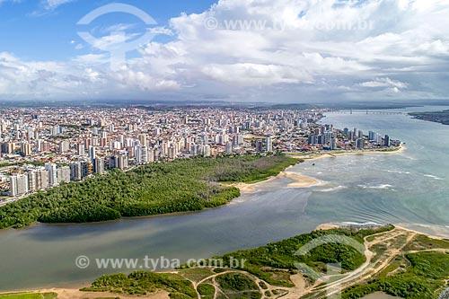 Foto feita com drone da foz do Rio Poxim com o Rio Sergipe - à direita - e o bairro Treze de julho ao fundo  - Aracaju - Sergipe (SE) - Brasil