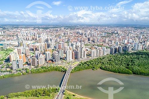 Foto feita com drone da Ponte Godofredo Diniz com o bairro Treze de julho ao fundo  - Aracaju - Sergipe (SE) - Brasil