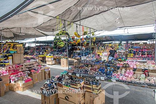 Calçados à venda em feira no centro da cidade de Itabaiana  - Itabaiana - Sergipe (SE) - Brasil