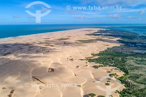 Foto feita com drone da APA de Piaçabuçu com a foz do Rio São Francisco ao fundo  - Piaçabuçu - Alagoas (AL) - Brasil
