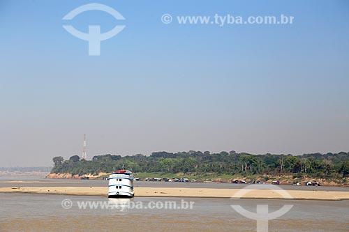 Barco navegando no Rio Madeira  - Porto Velho - Rondônia (RO) - Brasil