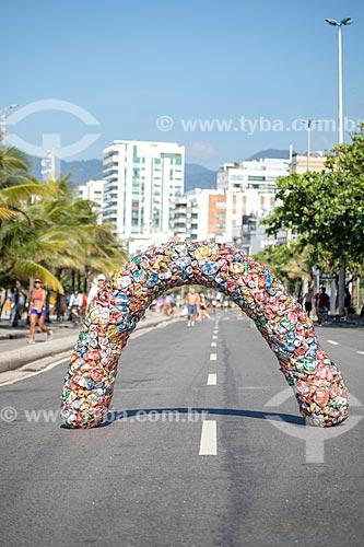 Escultura do catador Sergio Amaro Vidal - feita com material reciclado - na Avenida Vieira Souto  - Rio de Janeiro - Rio de Janeiro (RJ) - Brasil