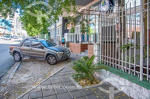 Recuo em calçada para estacionamento de veículos  - Fortaleza - Ceará (CE) - Brasil