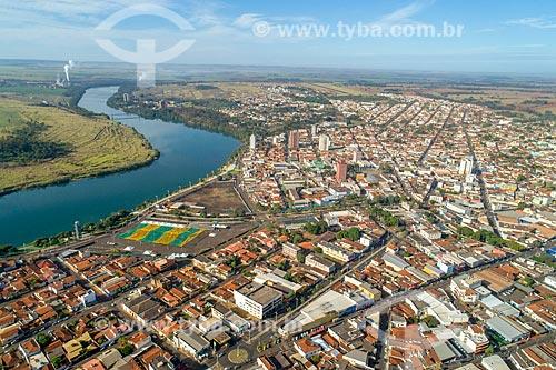 Foto feita com drone da orla do Rio Paranaíba na cidade de Itumbiara - divisa entre Goiás e Minas Gerais  - Itumbiara - Goiás (GO) - Brasil