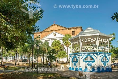 Coreto na Praça Tasso de Camargo - também conhecida como Praça do Coreto -  com a Igreja Matriz de Santana (1743) ao fundo  - Goiás - Goiás (GO) - Brasil