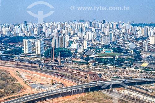 Foto aérea do Viaduto Pompéia sobre os trilhos da CPTM com parte da antiga Indústrias Reunidas Francisco Matarazzo e o Parque Antárctica  - São Paulo - São Paulo (SP) - Brasil