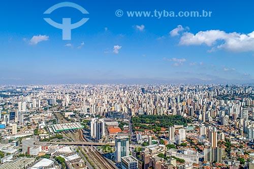 Foto feita com drone da estação Barra Funda  da CPTM e metrô com o Parque Fernando Costa - também conhecido como Parque da Água Branca - à direita  - São Paulo - São Paulo (SP) - Brasil