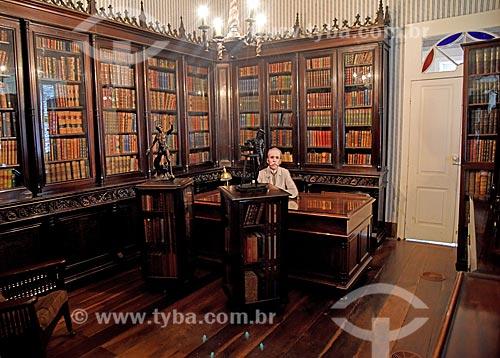 Biblioteca no interior da Fundação Casa de Rui Barbosa com display fotográfico de Rui Barbosa em tamanho real  - Rio de Janeiro - Rio de Janeiro (RJ) - Brasil