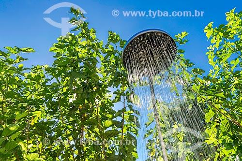 Chuveiro aberto ao ar livre na zona rural da cidade de Guarani  - Guarani - Minas Gerais (MG) - Brasil