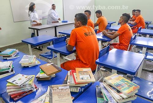 Detentos estudando em projeto de ressocialização no Centro de Detenção Provisória de Manaus II (CDPM II)  - Manaus - Amazonas (AM) - Brasil