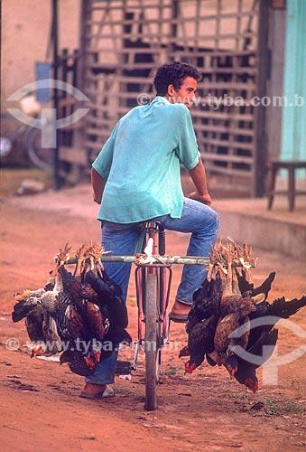Vendedor ambulante de galinhas - década de 90  - Amazonas (AM) - Brasil