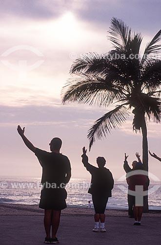 Tai chi chuan na Praia do Arpoador - década de 2000  - Rio de Janeiro - Rio de Janeiro (RJ) - Brasil