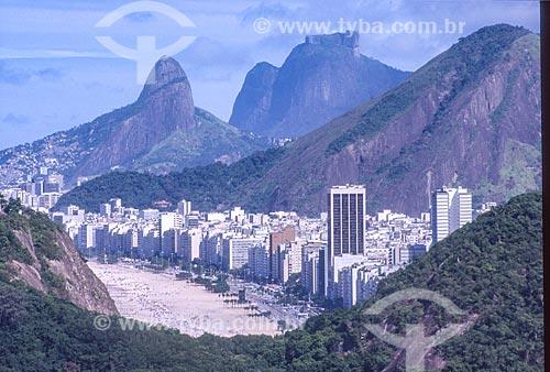 Vista do bairro de Copacabana a partir do Morro da Babilônia com o Morro Dois Irmãos e a Pedra da Gávea ao fundo - década de 2000  - Rio de Janeiro - Rio de Janeiro (RJ) - Brasil